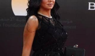 رانيا يوسف في مهرجان القاهرة من بدلة وقميص لـ مايوه
