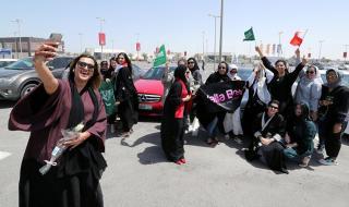 رقص مثير لحسناوات سعوديات في شوارع الرياض .. شاهد بـ''الفيديو'' إلى أين وصلت الأمور