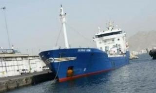 باخرة مُحملة بـ4 آلاف طن مازوت تصل ميناء المكلا