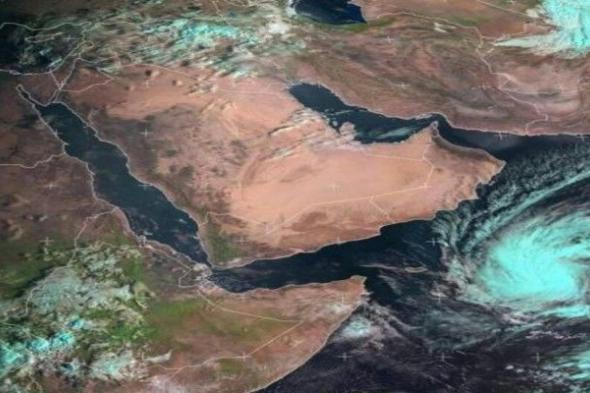 """شاهد بالصور..إعصار """"لُبان"""" يقترب من السواحل اليمنية بسرعة فائقة والأرصاد يطلق تحذيراته للمواطنين"""