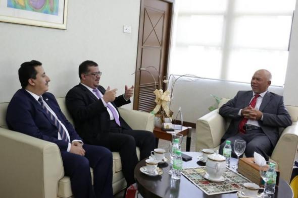 سفير اليمن في ماليزيا يستعرض مع مدير المعهد الدبلوماسي الماليزي آفاق التعاون المشترك
