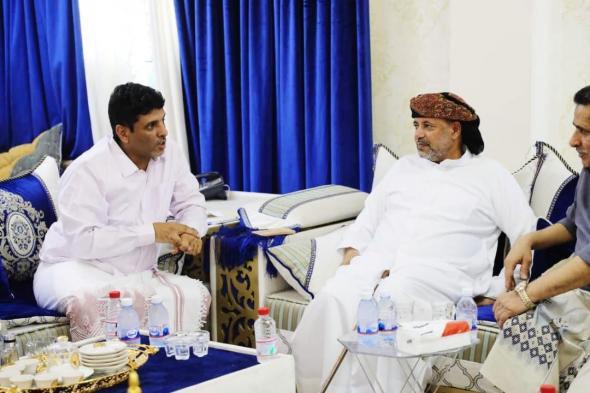 اللجنة الرئاسية تلتقي بالشيخ بن عفرار وتقف على مقترحاته الرامية للوصول إلى صيغة للتوافق الوطني في المهرة