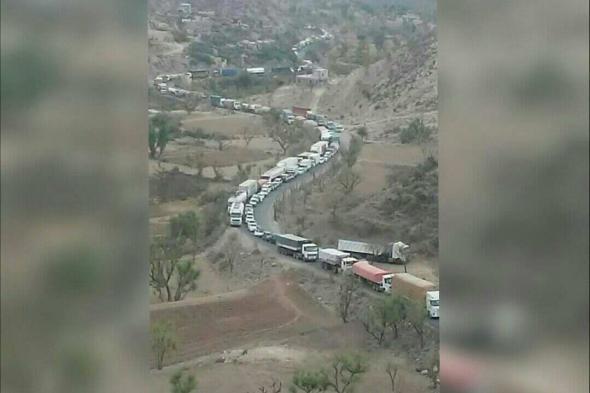 شاهد بالصورة.. الحوثيون يفجرون جسر (الوطيف) ويقطعون طريق إب قعطبة بشكل نهائي.. ومئات الشاحنات عالقة