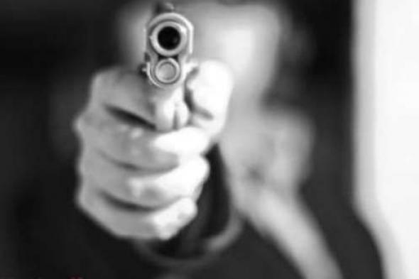 بسبب تأخر وجبة العشاء.. شخص يقتل زوجته رمياً بالرصاص في تعز