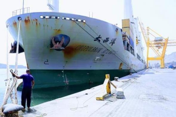 ميناء عدن يستقبل حاويات تحمل معدات خاصة بمشروع كهرباء عدن الجديدة