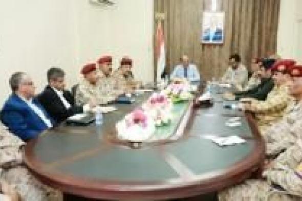 حدث كبير في اليمن بعد أيام والفريق علي محسن يستنفر القوات ويصدر توجيهات