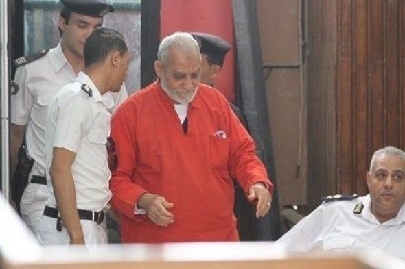 الحكم بالمؤبد لمرشد الإخوان و10 من قيادات الجماعة بمصر