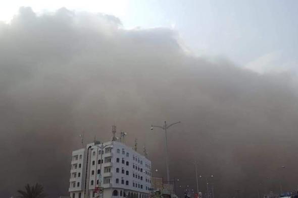 عاصفة رميلة شديدة تضرب العاصمة #عدن وتحجب الرؤية