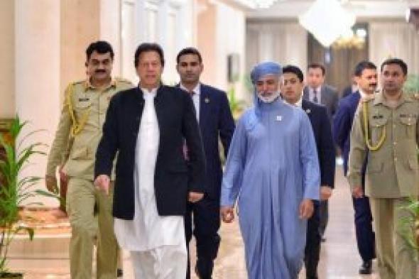 رئيس الوزراء الباكستاني يستقبل وزير التسامح الإماراتي