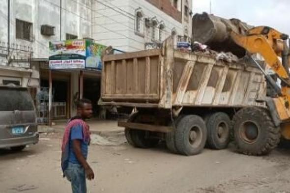تواصل أعمال النظافة ورفع المخلفات والقمامة المتراكمة في عدد من مناطق مديرية المنصورة بـ #عدن