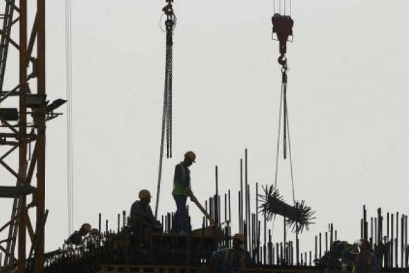 """كورونا في قطر.. عمالة """"مستعبدة"""" وقتلى بالآلاف من أجل المونديال"""