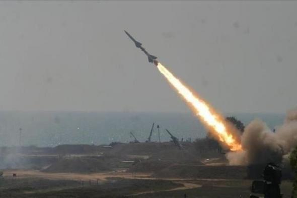 مصادر: صاروخ حوثي يستهدف حي سكني في مأرب