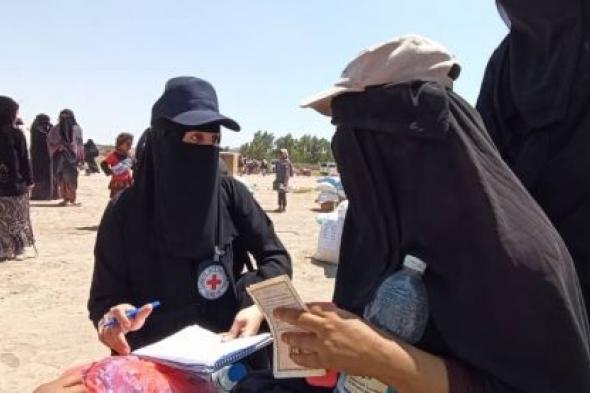 البيضاء.. صليب الأحمر تقدم مساعدات لأكثر من 600 أسرة في مناطق رداع والسوادية والعرش